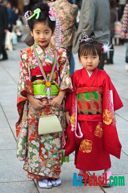 Yaponiyada valideynlər uşaqlarını belə tərbiyə edir.