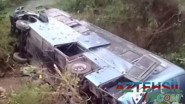 Müəllimləri daşıyan avtobus qəzaya düşdü: 10 ölü, 25 yaralı
