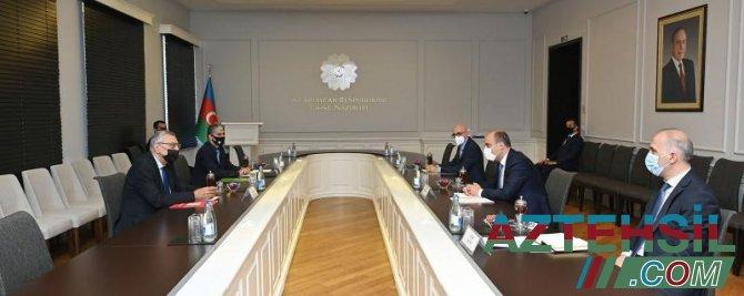 Təhsil naziri Milli Olimpiya Komitəsinin vitse-prezidenti ilə görüşüb