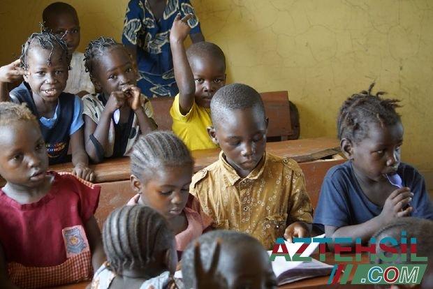 Nigeriyada məktəbdən 100-dən çox uşaq və müəllim oğurlandı